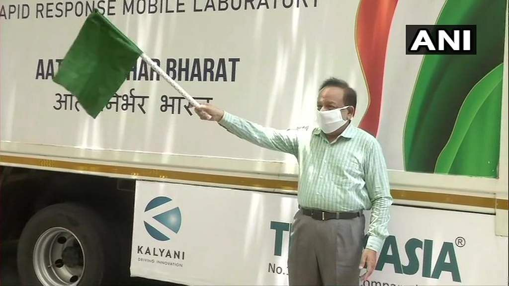 Delhi: Union Health Minister Harsh Vardhan today launched India's first mobile lab for #COVID19 testing.