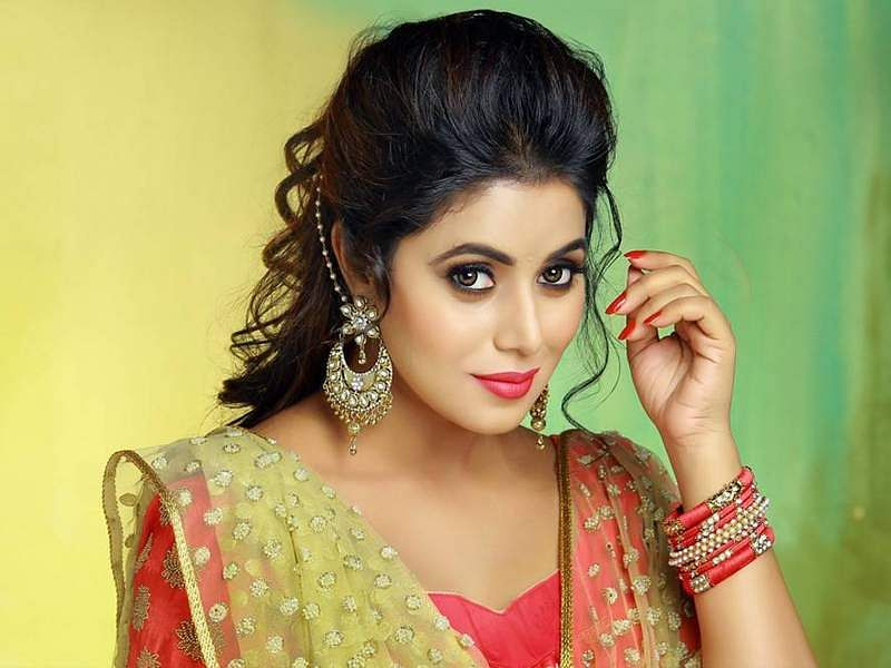 four arrested for threatening actress poorna