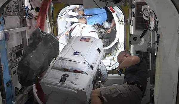 NASA player who missed the safety mirror while working on a battery replacement in space