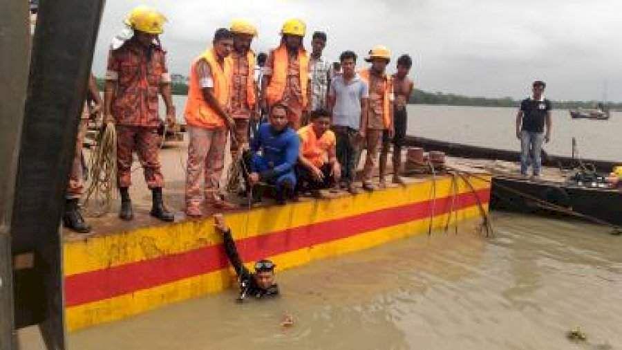 bangaladesh boat accident kills 30