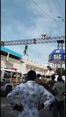 29tpt_suicide_attemptin_railway_station_2906chn_193_1