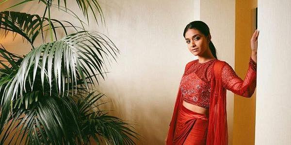 கீர்த்தி சுரேஷ் 1992-ஆம் ஆண்டு, அக்டோபர் மாதம் 17 ஆம் நாளில் சுரேஷ்குமார், மேனகா ஆகியோருக்கு சென்னையில் பிறந்தார்.