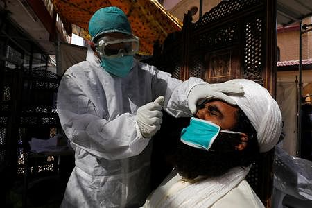 Pakistan reports 49 deaths by coronavirus, 3,557 cases in a day