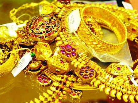 Gold prices fall slightly in Chennai