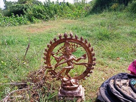 மீன்பிடி வலையில் சிக்கிய ஐம்பொன் நடராஜா் சிலை.