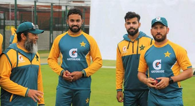 pakistan_spinners_with_coach