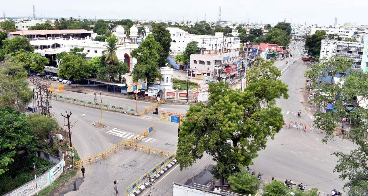 Erode district deserted by a complete curfew
