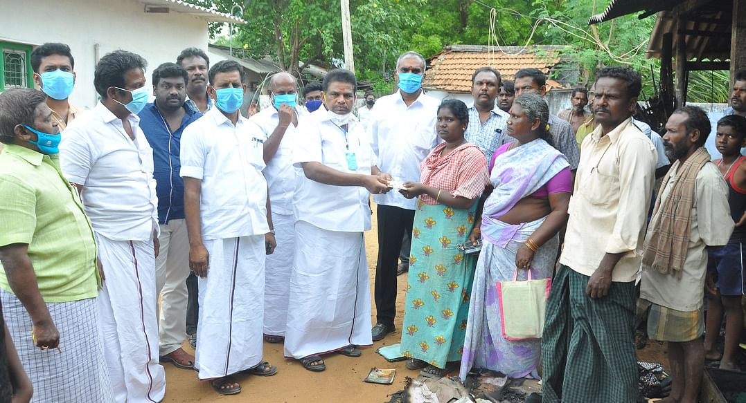 DMK assistance to the family affected by the fire