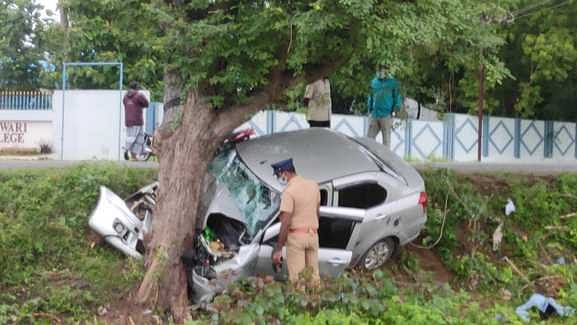 car collides with a tree: Electrical board engineer killed