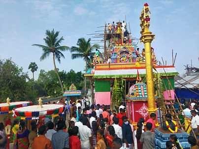 கொள்ளானூா் வேணுகோபால சுவாமி கோயிலில் திங்கள்கிழமை நடைபெற்ற மகா சம்ப்ரோக்ஷணம்.