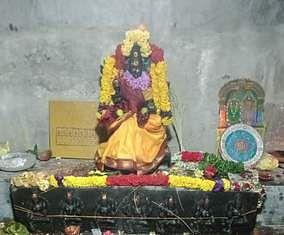 கும்பாபிஷேகத்தையொட்டி சிறப்பு அலங்காரத்தில் காட்சியளித்த பொன்னியம்மன்.