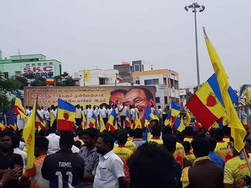 நாமக்கல் பூங்கா சாலையில் நடைபெற்ற பாமக ஆர்ப்பாட்டத்தில் பங்கேற்றோர்.