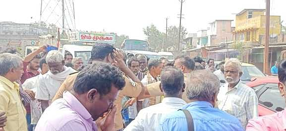 Farmers protest against non-purchase of paddy