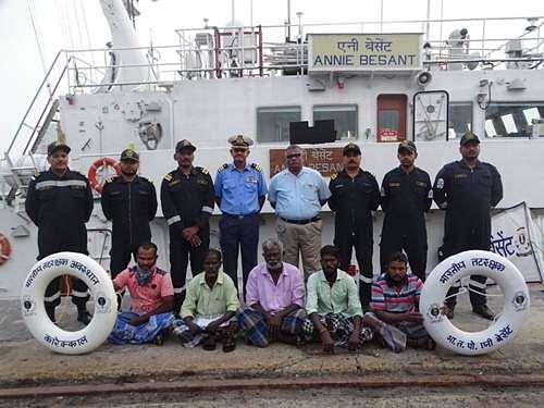 அன்னி பெசண்ட் ரோந்துக் கப்பல் மூலம் மீட்கப்பட்டஅந்தமான் மீனவர்கள்