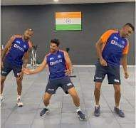 ashwin_dance_with_jadeja_pandiya