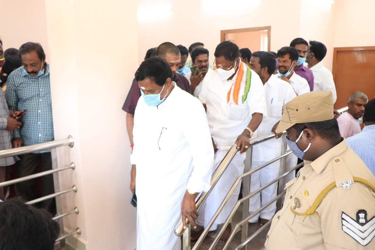 Narayanasamy goes to the Governor's House