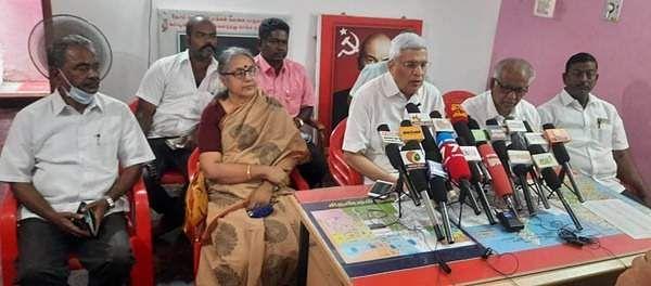 சிதம்பரத்தில்செய்தியாளர்களுக்கு பேட்டி அளித்த பேட்டிமார்க்சிஸ்ட் கம்யூனிஸ்ட் கட்சி அரசியல் தலைமைக்குழு உறுப்பினர் பிரகாஷ்காரத்.