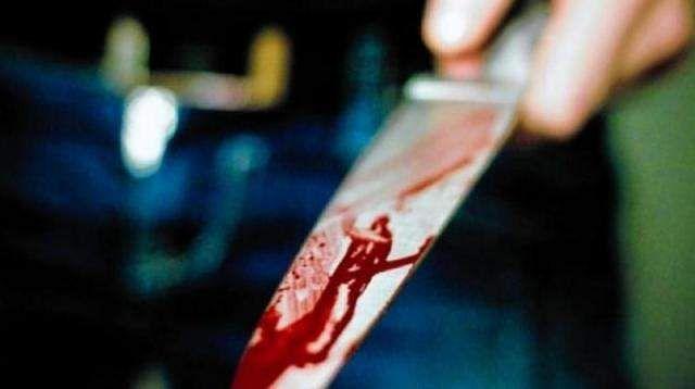 woman stabbed in delhi