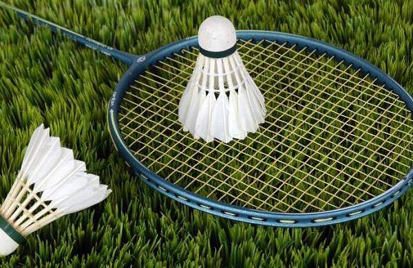 Shuttle_badminton