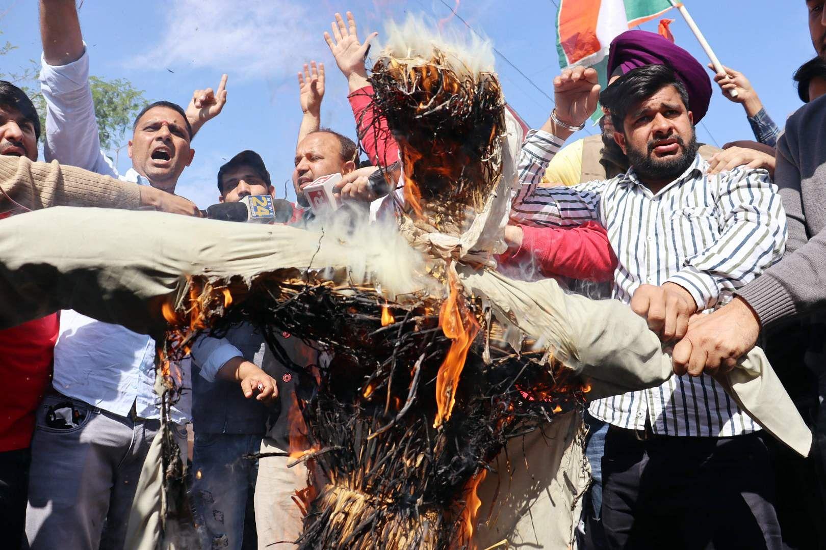 Congress workers burn effigy of Ghulam Nabi Azad for praising PM Narendra Modi