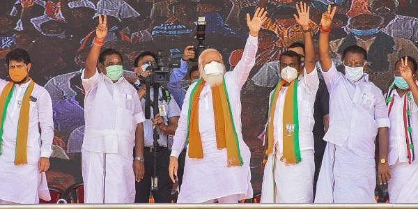 தாராபுரத்தில் நடைபெற்ற தேசிய ஜனநாயக கூட்டணி தேர்தல் பிரசார பொதுக்கூட்டத்தில் பிரதமர் நரேந்திர மோடி.