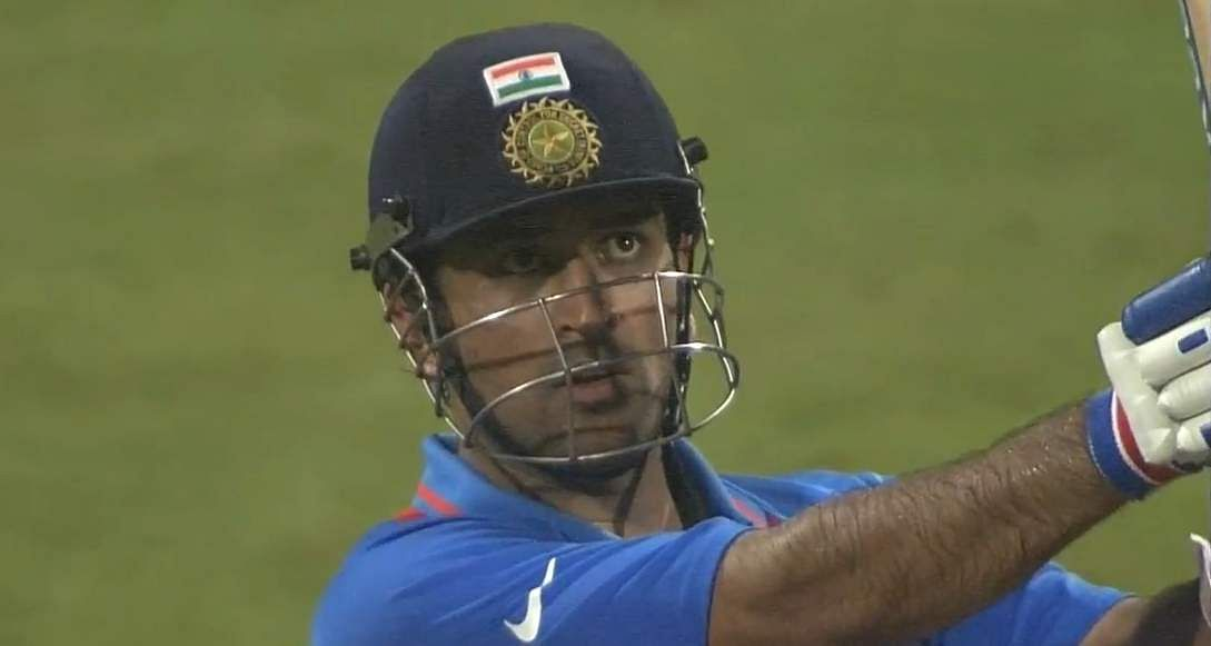 2011_world_cup_dhoni_youtube_SS
