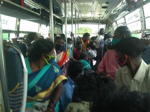 bus_crowd_(large)_2004chn_71_2