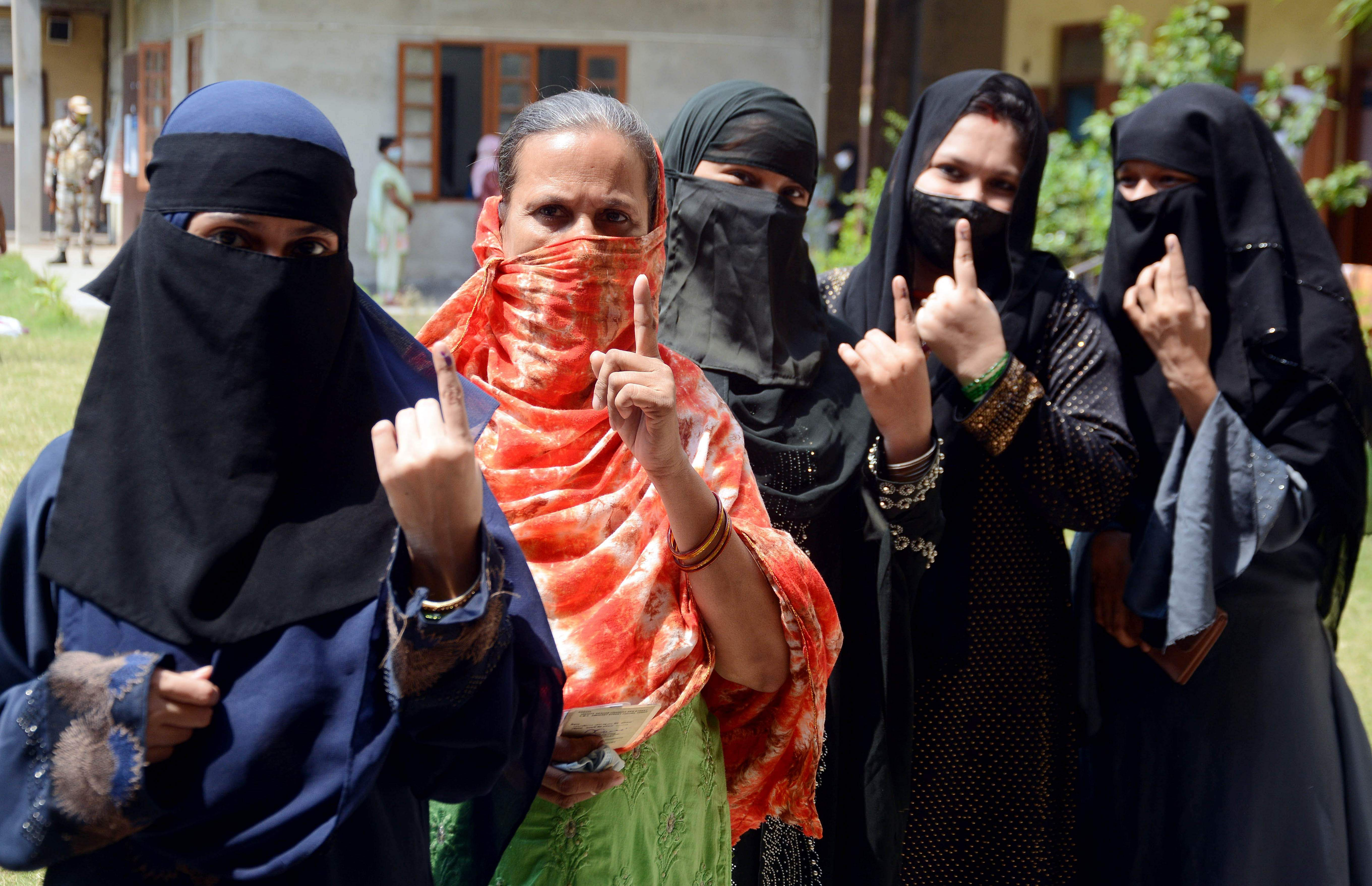 WB Polls Phase VIII: 76.07 pc voter turnout recorded till 5:30 pm