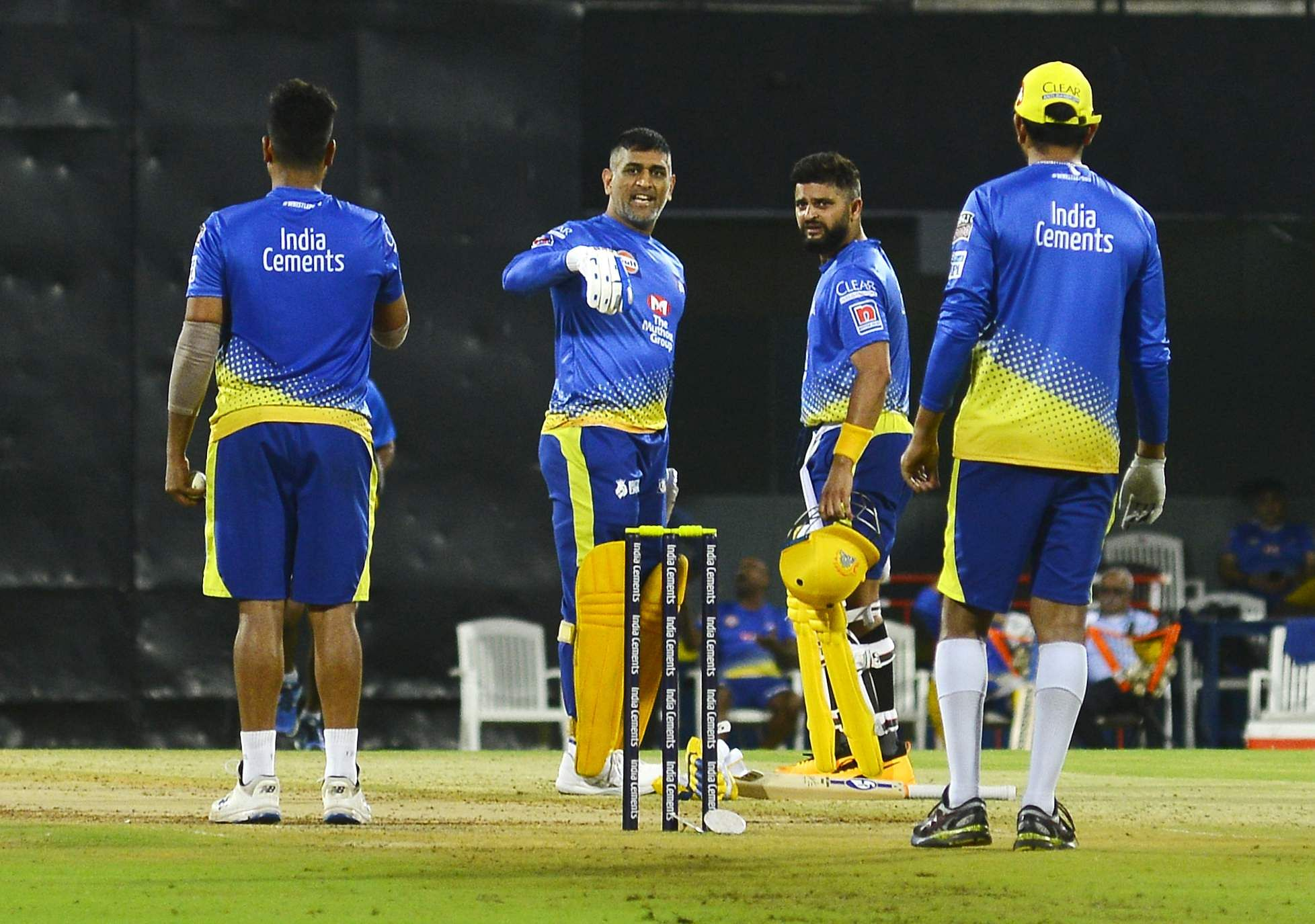Dhoni hits big sixes in practice match
