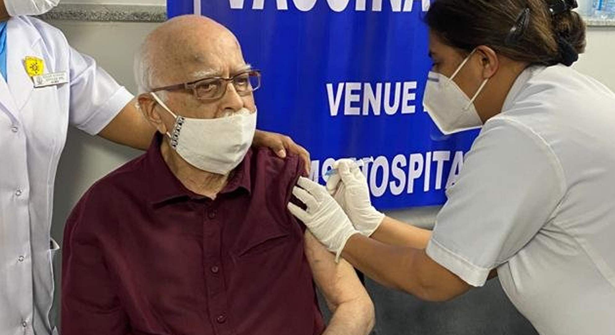 lk-advani-vaccinated-against-corona