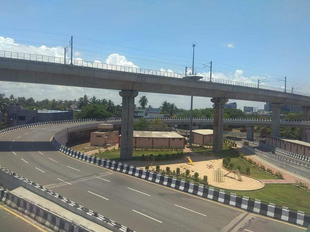 full-curfew-deserted-chennai-roads