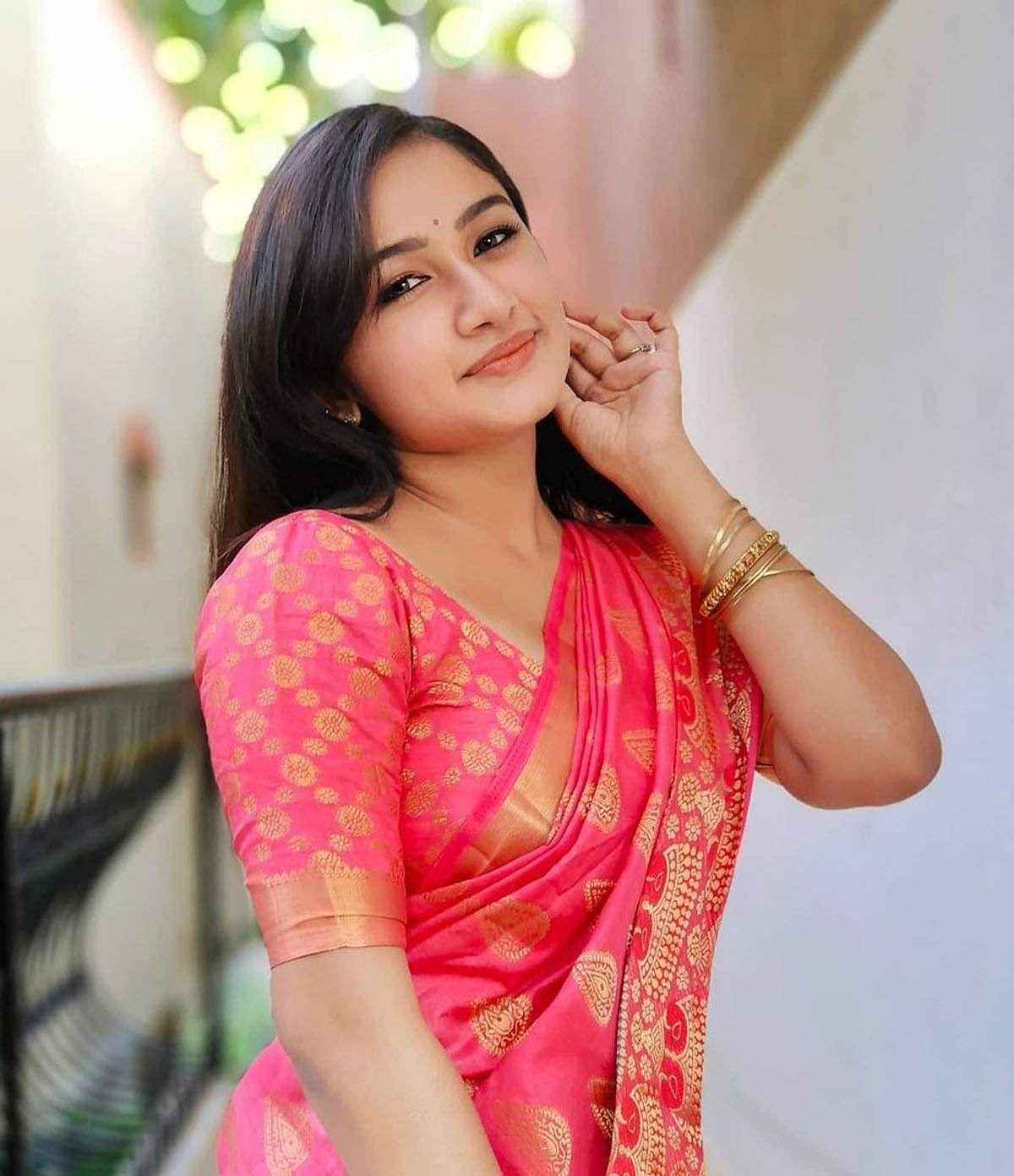 raveena_daha-16