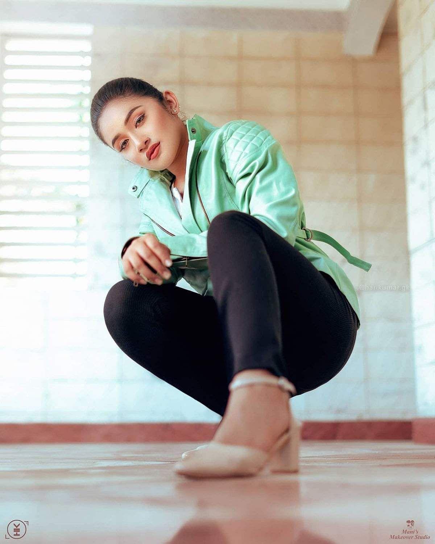 raveena_daha-19