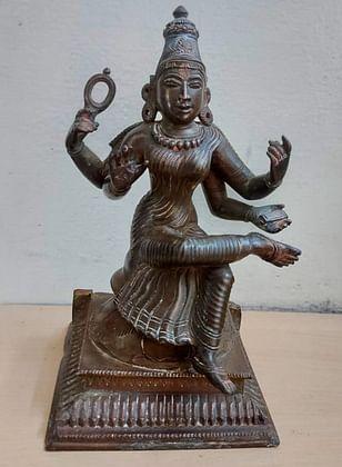 வெள்ளக்கோவிலில் பறிமுதல் செய்யப்பட்ட சரஸ்வதி சிலை.