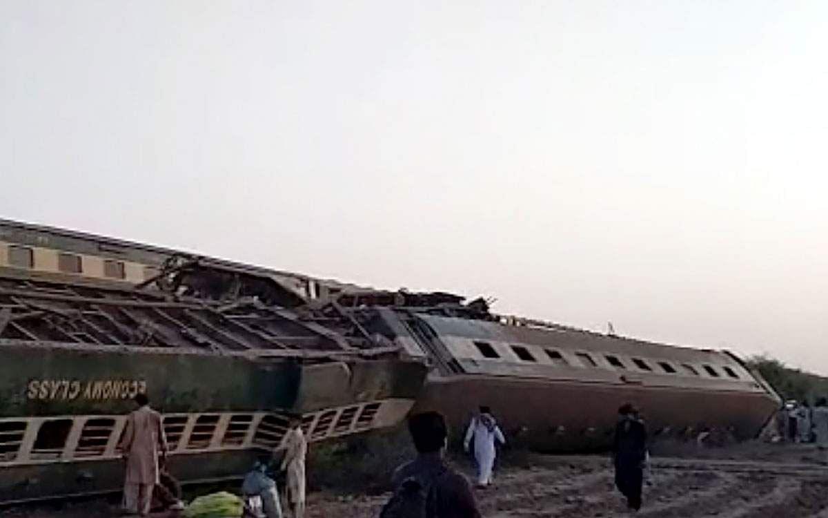 Train_accident-4