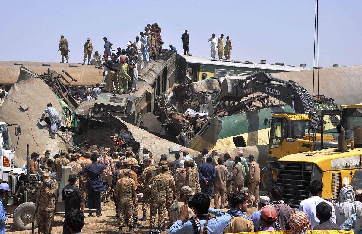Train_accident-6