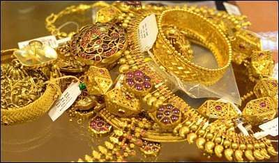 Gold pound Rs.36,336