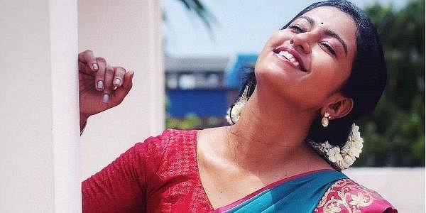 ரோஷிணி ஹரிப்பிரியன் ஆகஸ்ட் 14, 1992-இல் சென்னையில் பிறந்தார்.