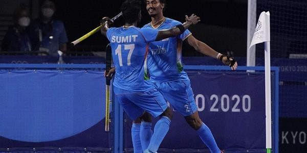 டோக்கியோவில் நடைபெற்ற காலிறுதி ஆட்டத்தில் பிரிட்டன் அணியை 3-1 என்ற கோல் கணக்கில் வீழ்த்தி இந்திய அணி அரையிறுதிக்கு உறுதி செய்தது.